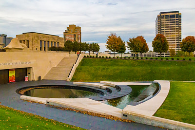 Fall in the city. World War One memorial. Kansas city. World war 1 museum. Monument.