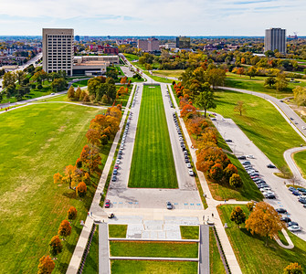 Fall in the city. World War One memorial. Kansas city. World war 1 museum. Monument. Aerial view.