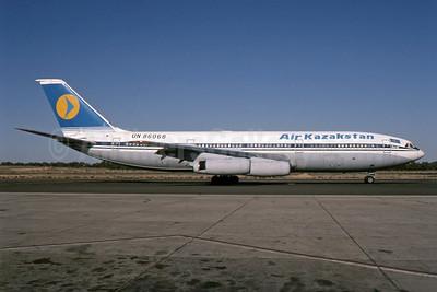 Air Kazakstan (1st) Ilyushin Il-86 UN86068 (msn 4035) SHJ (SPA). Image: 941130.