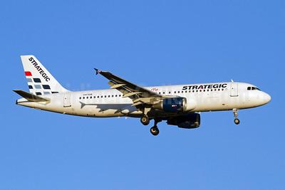 Strategic Airlines (Australia) Airbus A320-212 VH-YQB (msn 279) PER (Micheil Keegan). Image: 907843.
