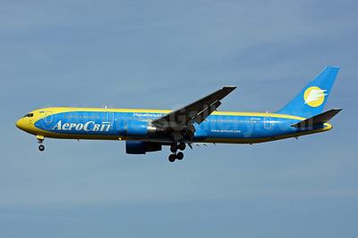 AeroSvit Ukrainian Airlines Boeing 767-33A ER UR-AAG (msn 25532) LGW (Terry Wade). Image: 907227.