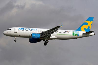 Air Asturias (LTE) Airbus A320-214 EC-ISI (msn 2123) (Asturias paraiso natural) MAD (Ariel Shocron). Image: 934446.