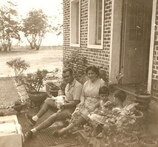 Chitotolo 1959 casal Fernando Piedade, com os sobrinhos Fernando Joao, ao colo com meses, Maria Joao e Carlos, (filhos do Joao Piedade)
