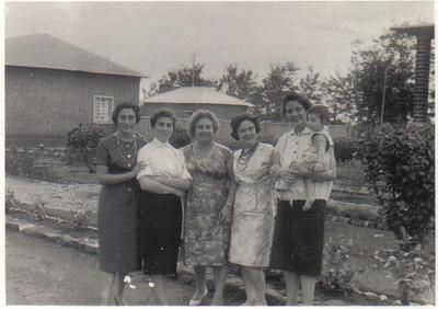Chitotolo, novembro de 1960.  sra de Fernando Fernandes, Orlanda Ernesto Morais, Manuela Cruz, Lurdes Ramos e Clarisse Medina com a filha Yolanda