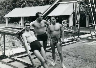Piscina do Dundo, 1962  Victor Valente ( na agua) ,  Manuel Simões e Manuel Ribeiro e Walter
