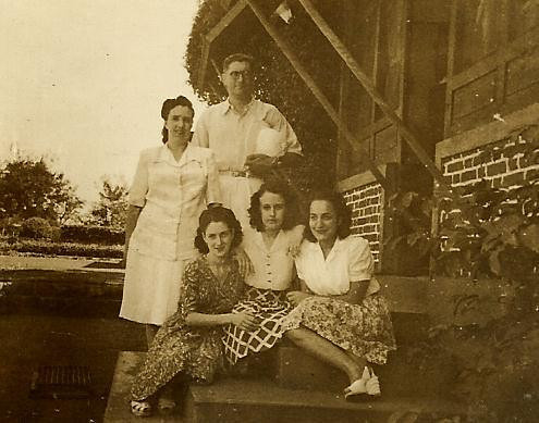 Almeida Fernandes, Maria Adelaide Fernandes,  Helena Fernandes (Palhota), Adriana Napoles, e  Maria Amelia Calcada ( Mendonca)