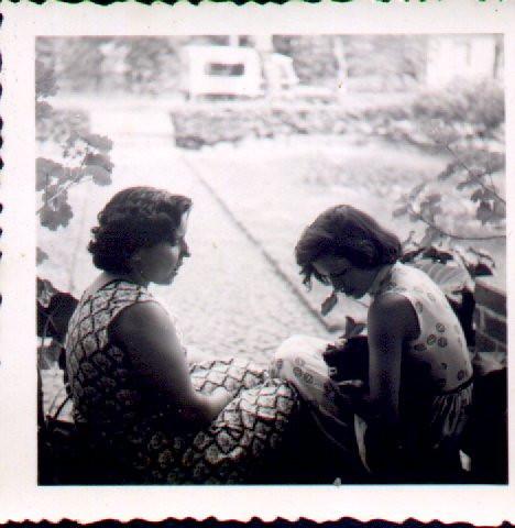 Emilia Aires Marques e Maria dos Anjos (Simões)