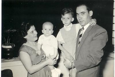 Dundo 1956 - Baptizado de João Paiva Familia Paiva: Alda Macedo Ferreira e o marido Jose' Paiva e filhos João Paiva  e Ze'
