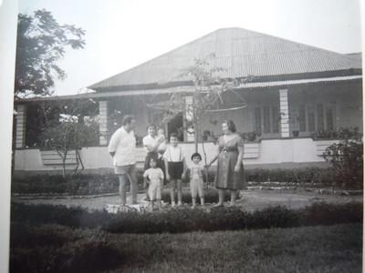 Maludi, 1961  Beato, Ruth Beato ao colo da mãe, Teresa Beato á frente, os restantes 3 são a família Branco Costa.