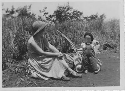 1954 na Prospecção  Aurora Tavares e filha Nany