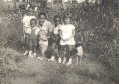 Lucapa: Nina, Tiberito, Tibério (caixeiro do armazém dos indigénas) , Manecas, Tozé e Teresa Coelho.
