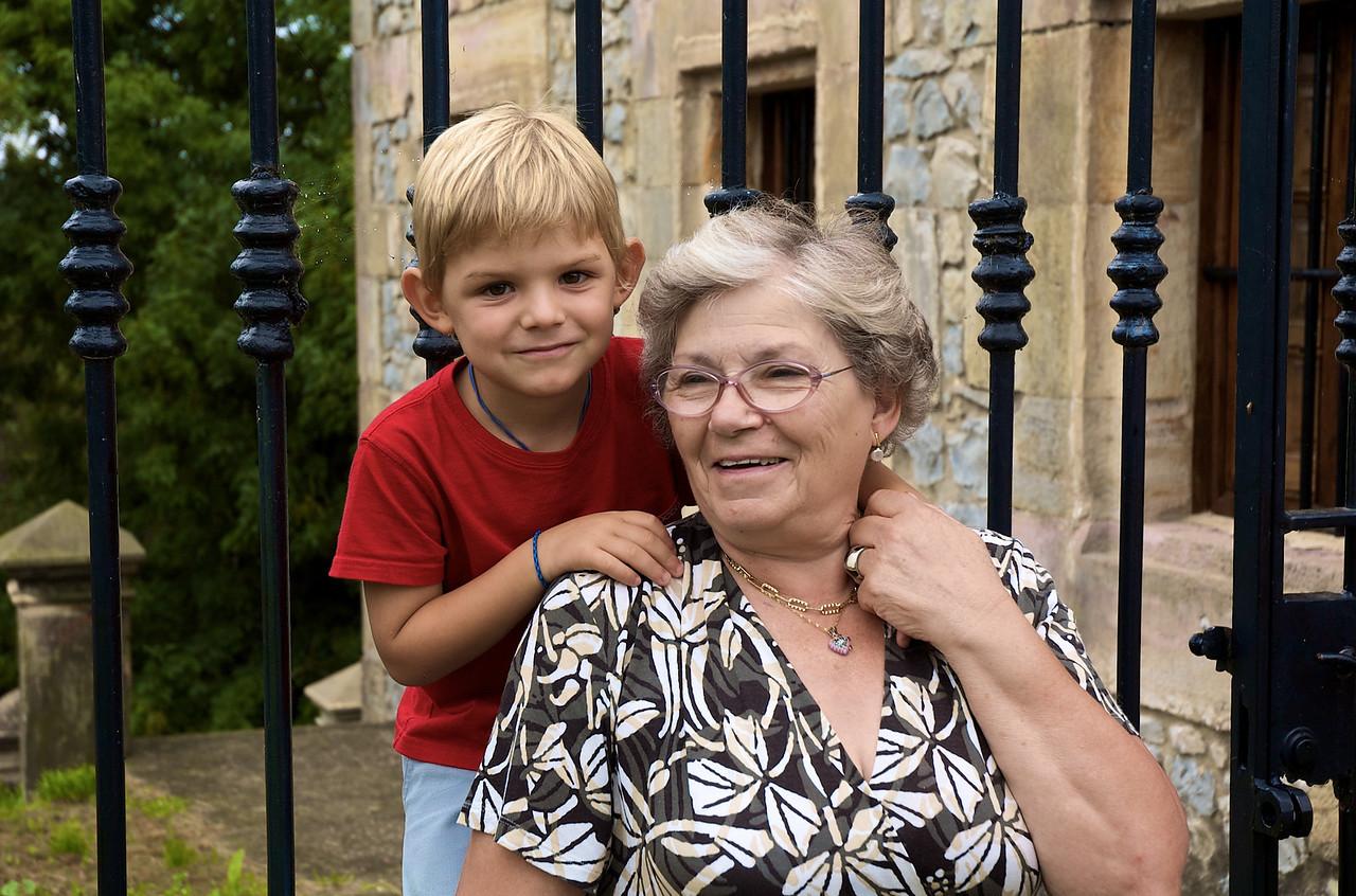 Max con su abuela.