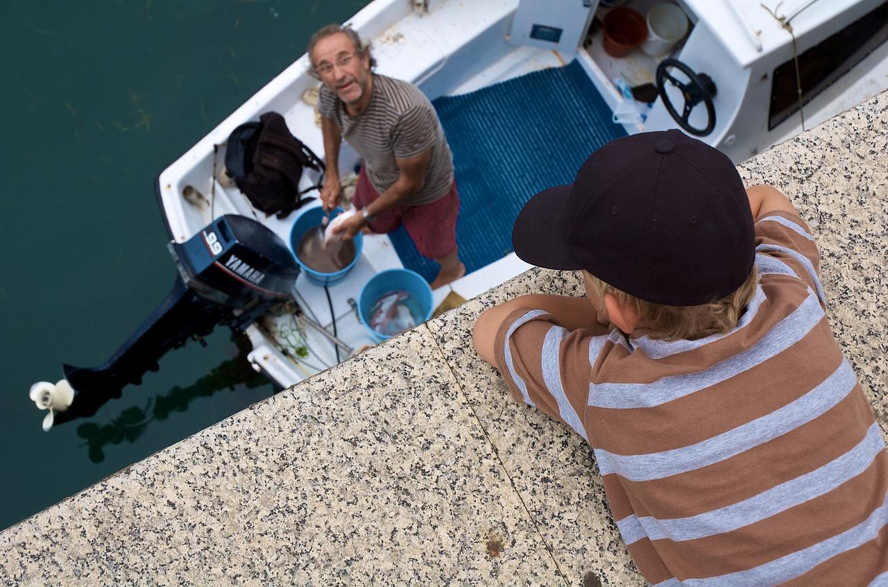 De charla con un pescador (que además es pintor, ¡hiperrealista para más señas!)