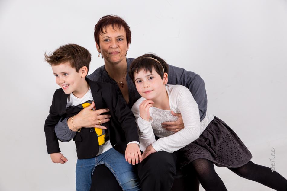 Regalo de cumpeaños a la abuela Dolors elenircfotografia Reportaje en familia
