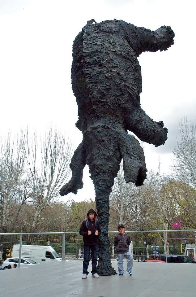 Elefante haciendo el pino, Caixa Forum.