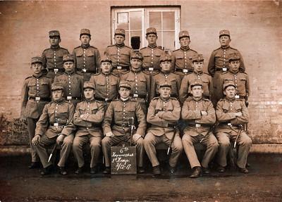 Korporalskabet. Jens Renberg Hansen nr. 2 fra højre siddende.