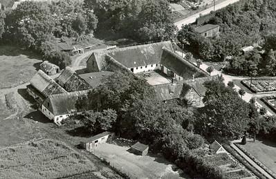 Abildgård i Assendløse  fra luften - før branden.