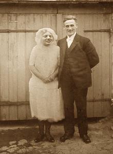 Bryllupsbillede - Grethes mor og far - nyt ansigt indføjet.
