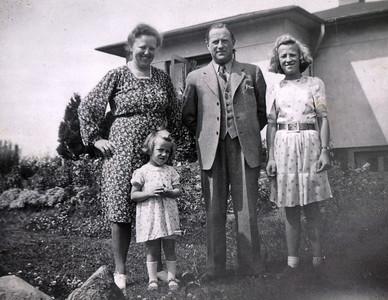 Moster Agnes, Tove, Hilmar og Bente.