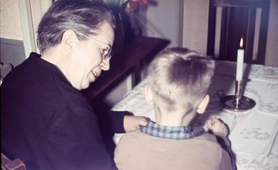 Mormor Dagny Holst med barnebarn Morten Renberg.
