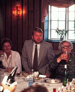 Fru Sørensen, Hasse Holst og Dagny Holst.