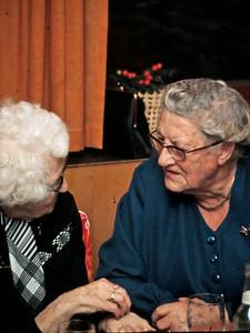 Tante Anna og Elisabeth.