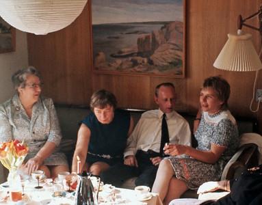Moster Agnes, Grethe og Ejnar Renberg og Lise Rolff.
