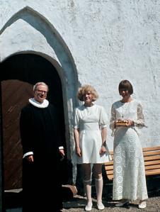 Pastor Viggo Jørgensen, Mette Renberg og Ingrid.