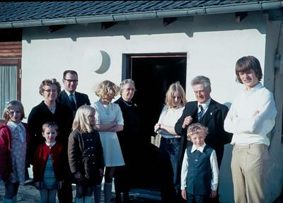 Louise og Kirstine Turner, Lone og Ole Renberg, Katrine Baumgarten, mormor Dagny Holst,  kusine Mersi, Jens, Kim og Morten Renberg