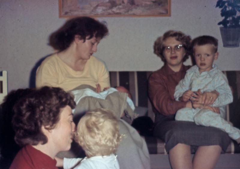 Aftenhygge. Grethe og Mette, Rie og Mersi, Lone og Morten