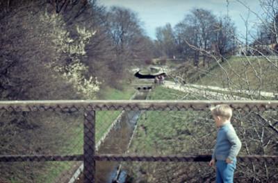 Morten på bro i Utterslev Mose.