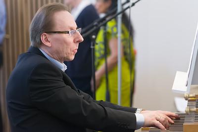 "Zbigniew ""Benny"" Slaby, der Organist."