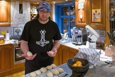 Jeden Morgen so gegen 0700 haben Bernd und Ludwig Brötchen für die Familie gebacken. Leckere Schrippen und Roggenbrötchen.