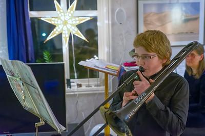 Dann spielt Richard noch ein Weihnachtslied auf der Trombone.