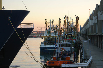 Bernd wohnt sehr idyllisch im Hafen in Scheveningen. Vom Fenster seiner Wohnung im dritten Stock hat er einen wunderschönen Blick über die Boote.