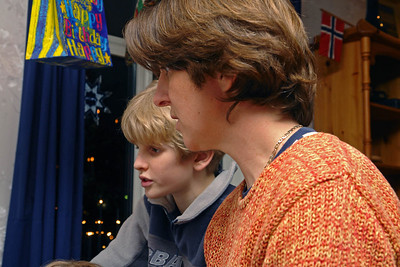 Oskar und Helga singen Weihnachtslieder im Duett.