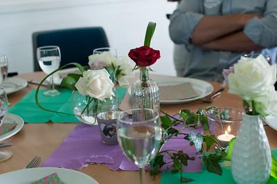 Die Tische waren schön geschmückt.