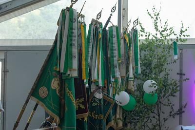 Die Fahnen der anwesenden Vereine.
