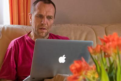 Bernd bereitet die Bilder vom Wochenende vor.