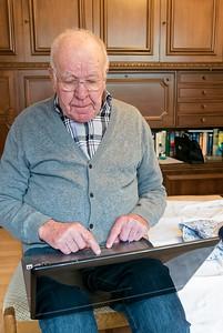 Berdn hat viel Zeit damit verbracht, Erichs Computer wieder auf Vordermann zu bringen.