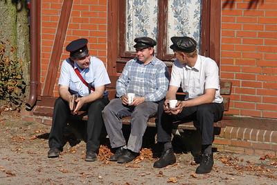 Die Lokführer stärken sich mit Kaffee bei einer Pause in Asendorf.