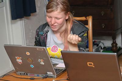 Mette musste noch Hausaufgaben machen bevor das Fest losging.