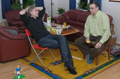 Raimund und Wolfgang am späten Abend bei tiefgründigen Gesprächen.