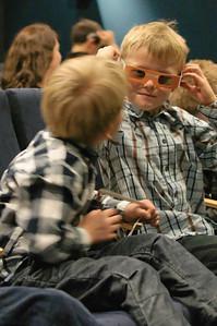 På kino så barna en spennende 3D film om hvordan oljen utvikles. Barna kunne nesten ta på dinosaurene.