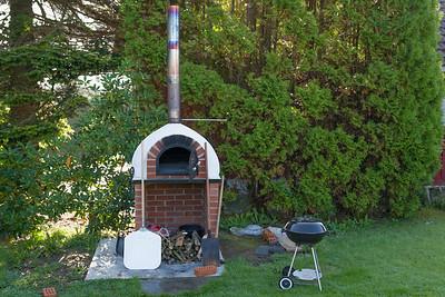 Die Krönung war dann der Pizza- und Brotofen im Garten!