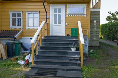 Die Eingangstreppe mussten wir auch neu machen, da die Tür nach aussen versetzt wurde.