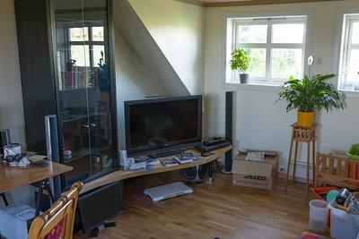 Im Wohnzimmer oben haben wir einen zusätzlichen Erker eingebaut. Die neuen Fenster geben viel Licht, so dass wir den Raum viel öfter nutzen.
