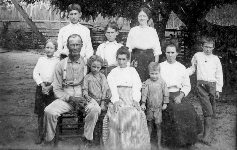 Benefield Family (Courtesy of Ben H. Crum)