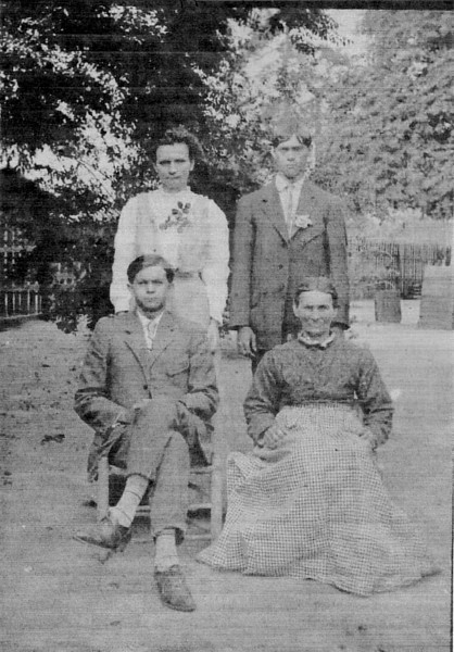 Mary Jane Curry, David Curry, Mack Curry, and Katie Gray (front right), circa 1905. (Courtesy of Willene Tyson Barber)