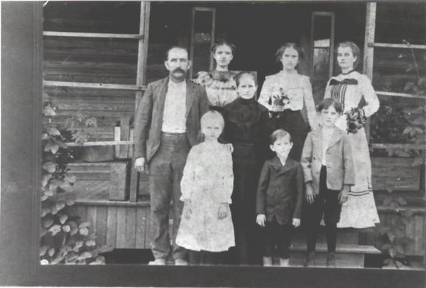 "Family of William M. Lott, born May 14, 1865, died May 7, 1931 & Harriett ""Hattie"" Tally Lindsey, born October 11, 1860, died July 19, 1943.<br /> Children are believed to be  ( not in the correct order )<br /> 1. Lucy Virginia "" Ocia"" Lott, born April 1888<br /> 2. William Horton Lott, born January 17, 1891, died December 9, 1959.<br /> Some of his children are:<br /> Katie Vivian Lott Jones<br /> Florence Lott Sumner<br /> James Olin Lott<br /> Hattie Lucy Lott Tomlinson<br /> Judge Hansel William(H.W.)Lott Alapaha Circuit<br /> 3. Mattie Belle Lott Allen, born February 1892, died August 21, 1967<br /> 4 John Arter Lott, born June 21, 1896, died May 18, 1941<br /> 5. Arthur Lott<br /> 6. Sally Faye Lott Clanton, born February 26, 1885, died May 29, 1924<br /> ( Sallie is the small girl on the back row beside her father)<br /> Some of her children are:<br /> Hortense Sibble Clanton McNabb ( Mother of Faye McNabb Moore )<br /> Comer Mamie Clanton Evitt<br /> Carruth Newton ""Jug "" Clanton<br /> Hattie Belle Clanton Davis<br /> Infant Clanton<br /> Robert Lovette ""R.L."" Clanton<br /> (Photo courtesy of Faye Moore)"